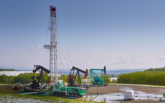 Oil and gas service rig. Lots of copy space. (Please see my portfolio for related photos and video clips).